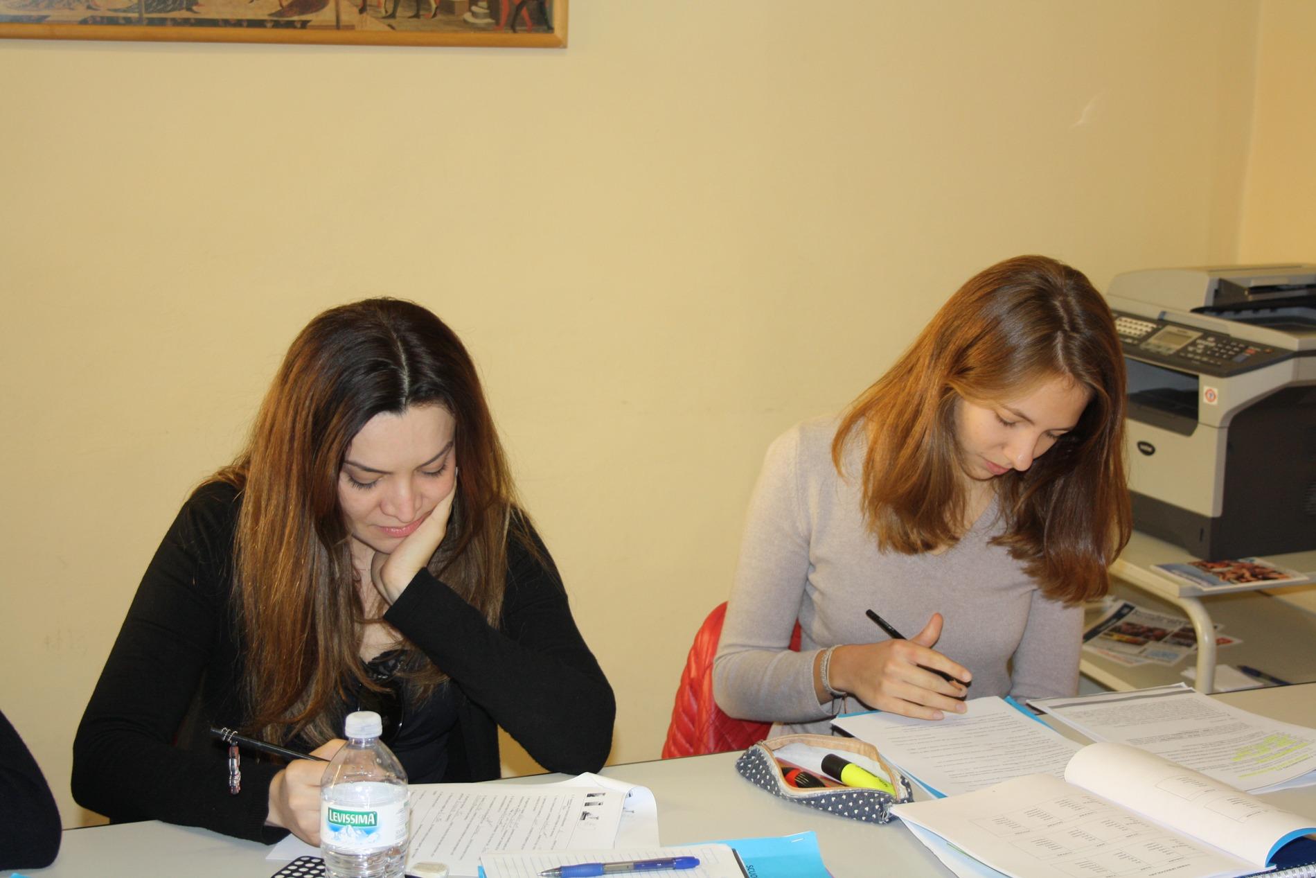 Studenti che studiano alla scuola Parola di Firenze
