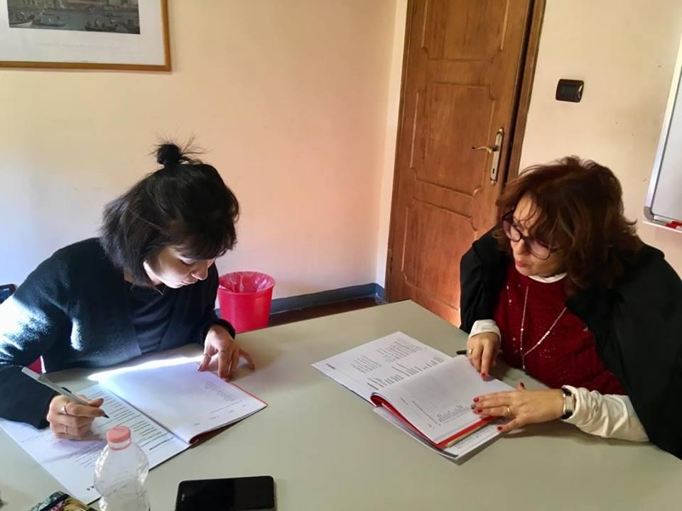 Studente con l'insegnante di italiano e pronuncia
