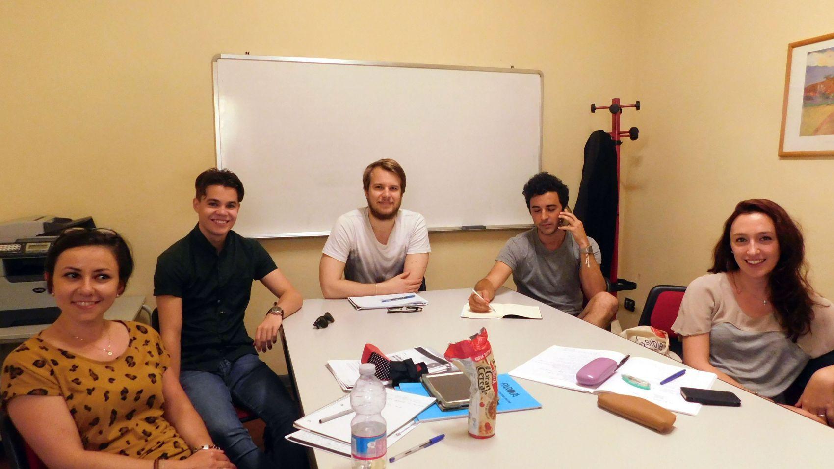 Group Italian language lesson in Florence at Parola school