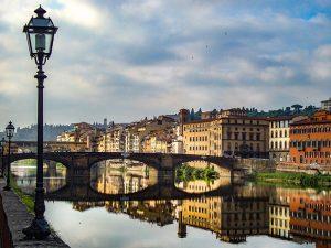 Scorcio di Firenze e il fiume Arno