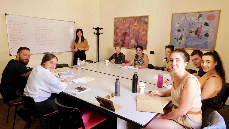 Students in an Italian language course at Parola school